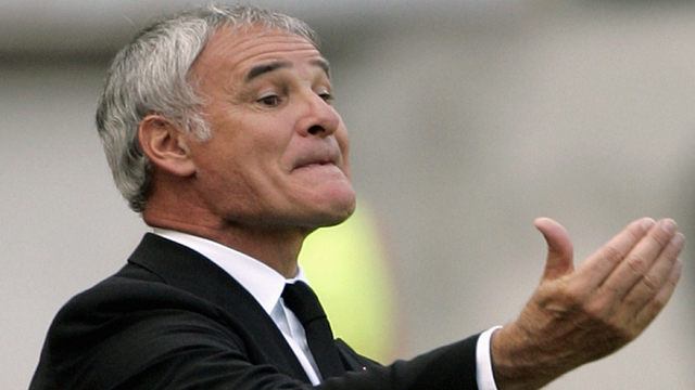 Juventus coach Claudio Ranieri gestures to his players during their Italian Serie A soccer match against AS Roma in Rome...Juventus coach Claudio Ranieri gestures to his players during their Italian Serie A soccer match against AS Roma at the Olympic stadium in Rome September 23, 2007. REUTERS/Alessandro Bianchi (ITALY)